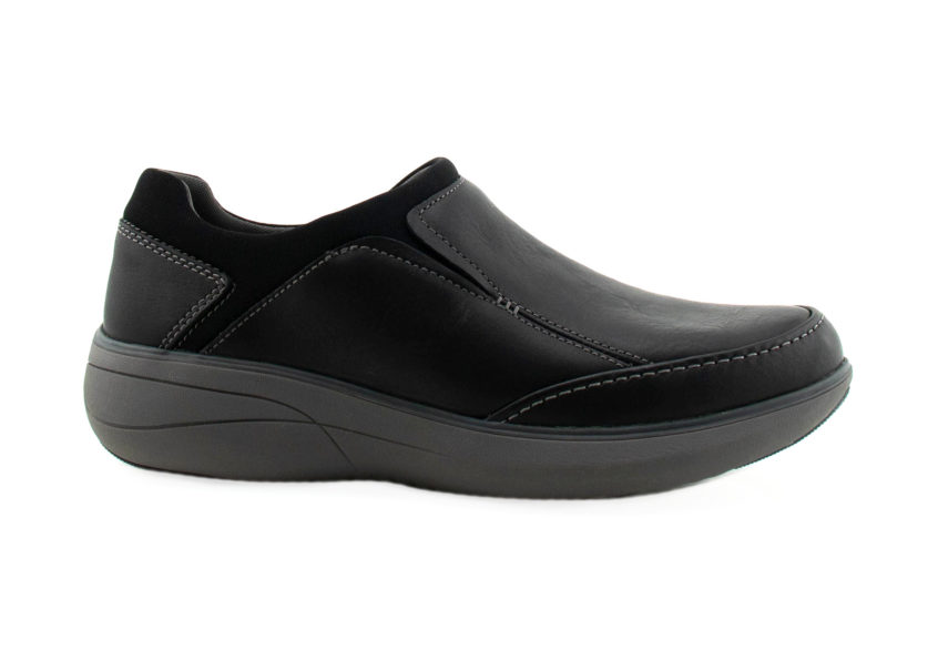 Clarks Un Rise Step in black facing right